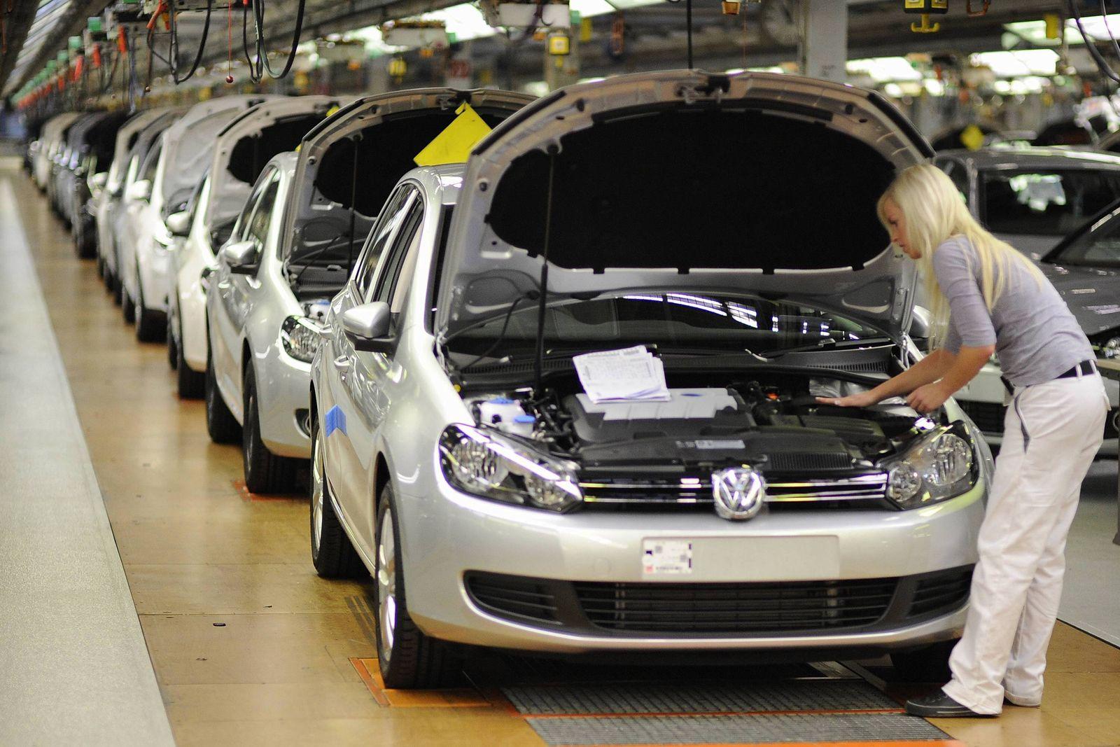 NICHT VERWENDEN VW will auch in den Werksferien Autos produzieren