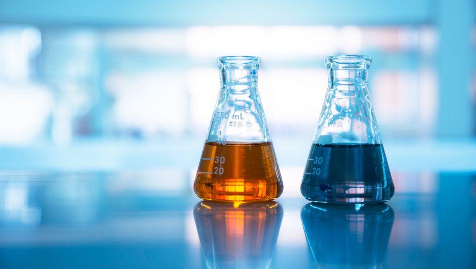 Experten fordern inzwischen, Chemikalien künftig nicht einzeln, sondern in Gruppen zu regulieren (Symbolbild)
