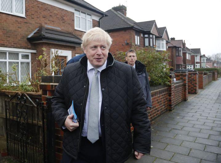 Premier Boris Johnson beim Tür-zu-Tür-Wahlkampf in Mansfield