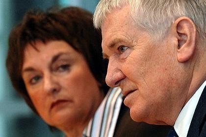 Minister Otto Schily und Brigitte Zypries: Intervention in Washington