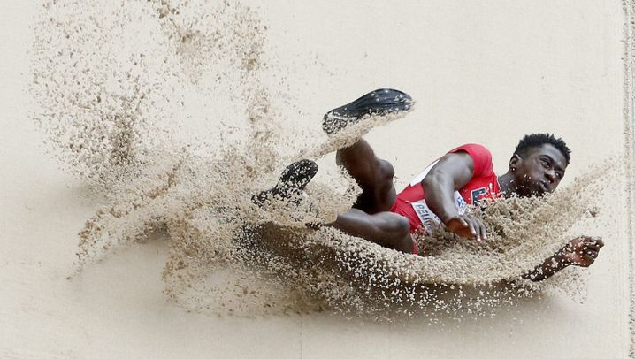 Weitspringer bei der WM: Landung der Sandmänner
