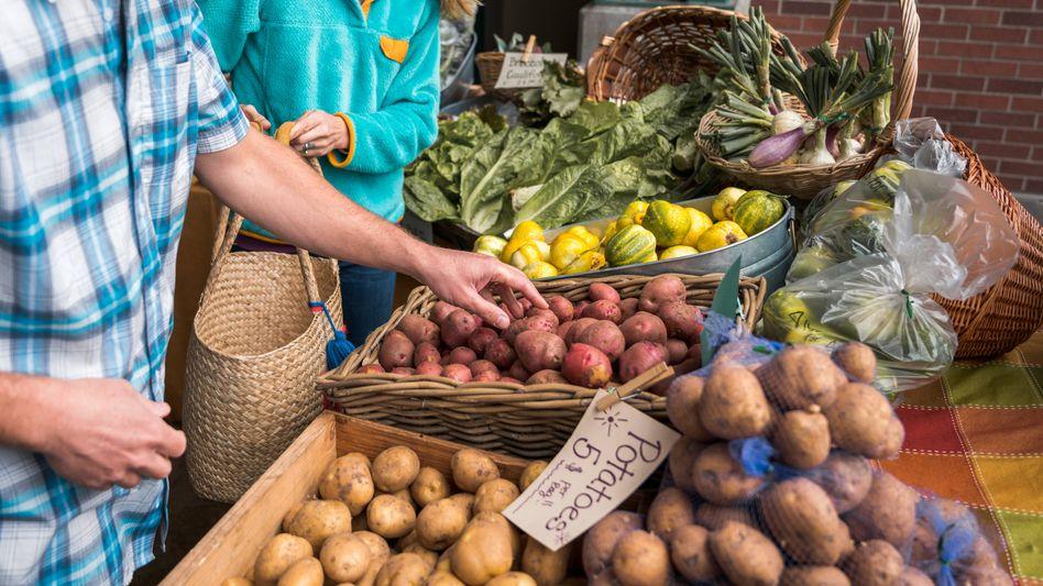Kartoffeleinkauf (Symbolbild): Zusammenarbeit zwischen Bauern und Naturschützern soll gestärkt werden
