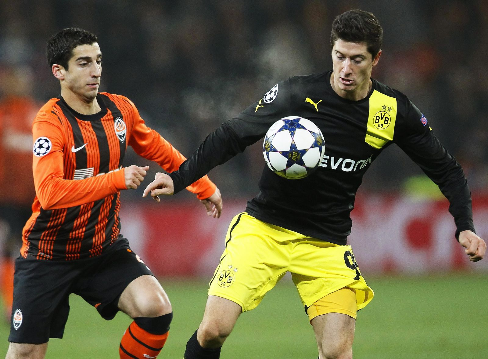 Borussia Dortmund in talks to sign Shakhtars Henrikh Mkhitaryan