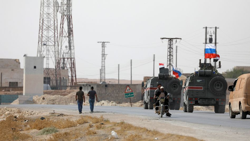 Russische und syrische Militärfahrzeuge nahe Manbidsch: Keine direkte Konfrontation zulassen