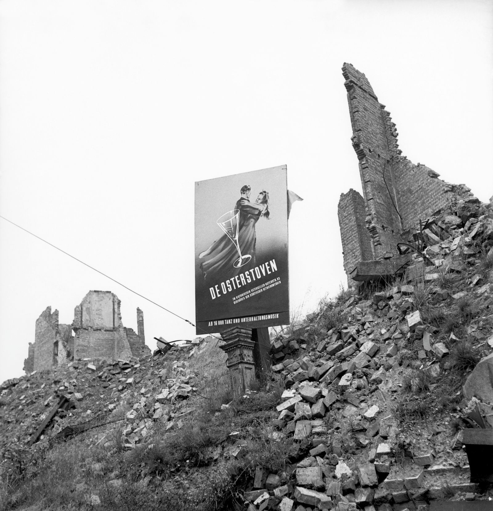 Plakat Tanzlokal in Trümmern