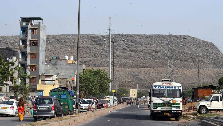 Die Müllkippe Ghazipur ist schon von Weitem zu sehen