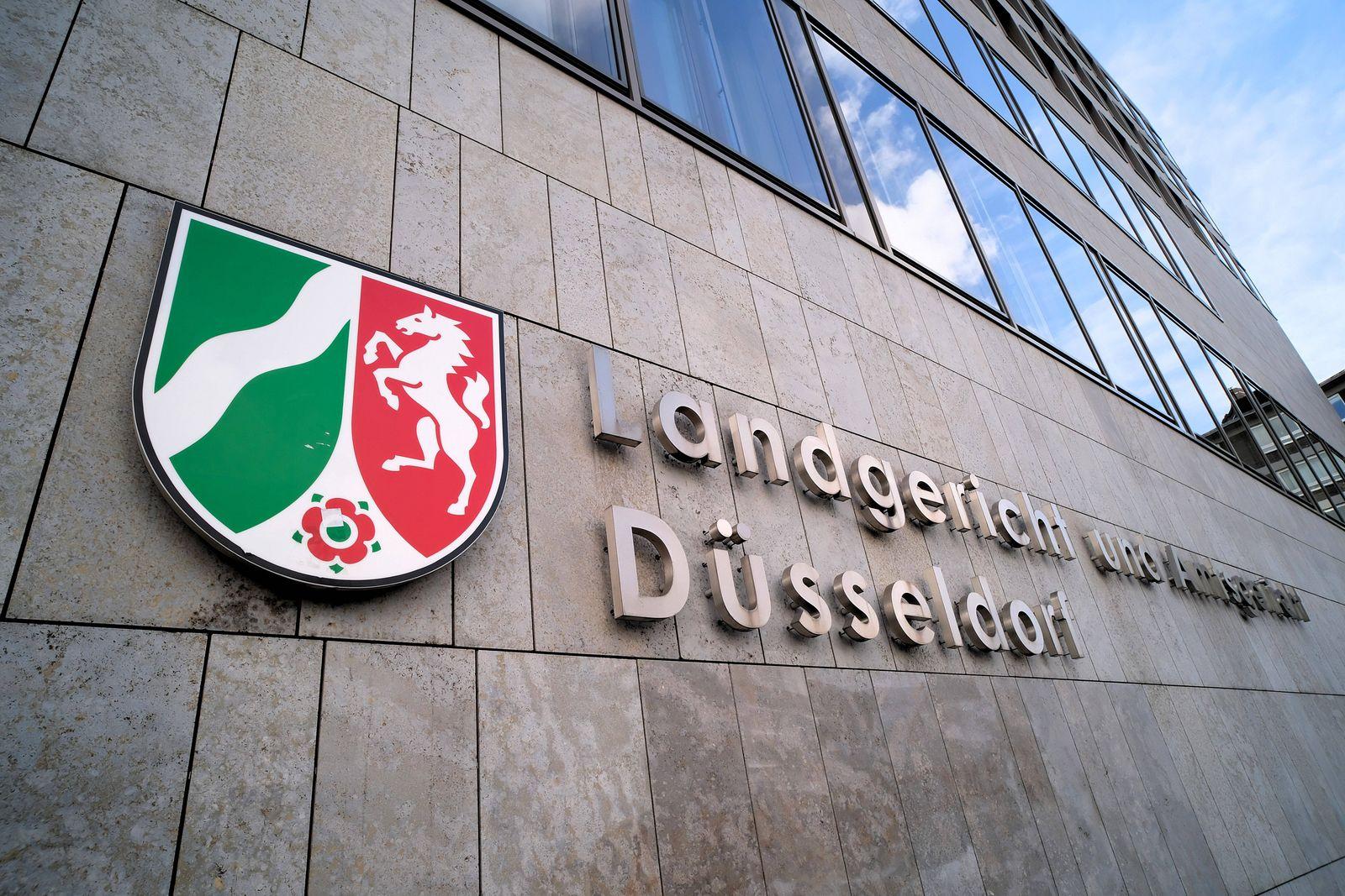 Düsseldorf 10.04.2021 Landgericht Amtsgericht Gebäude Gericht Gerichtssaal Logo NRW Wappen Werdener Straße Oberbilk Düs