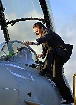 Kanzler im Eurofighter: Zusatztanks und Täuschungsfackeln nicht freigegeben
