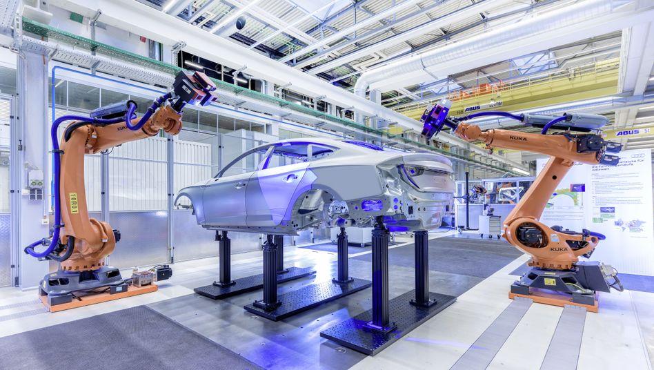 Roboter in einer Audi-Fabrik