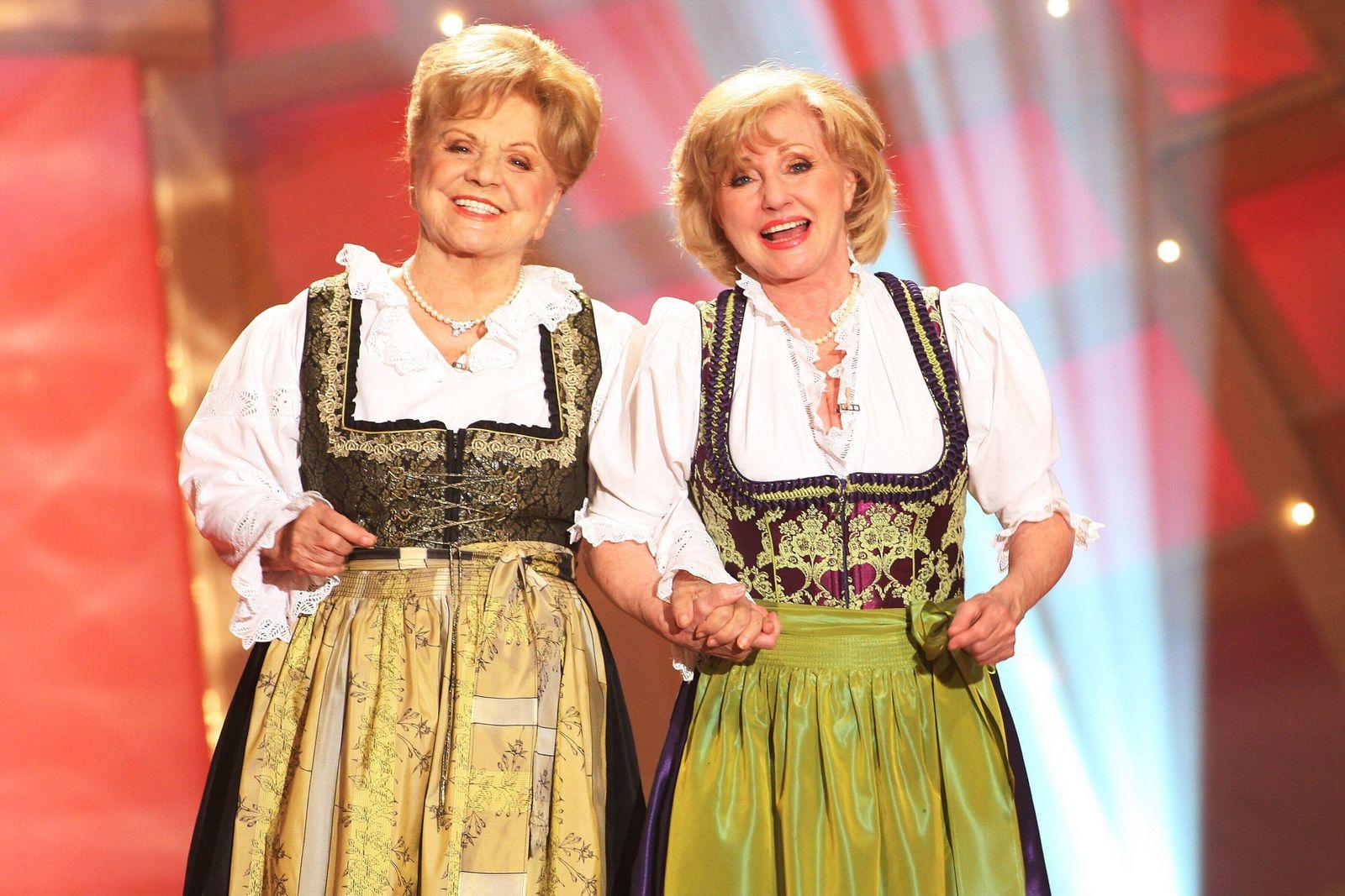 Krone der Volksmusik 2010 Maria und Margot Hellwig beim der Krone der Volksmusik 2010 in der Stadthalle Chemnitz. Copyri