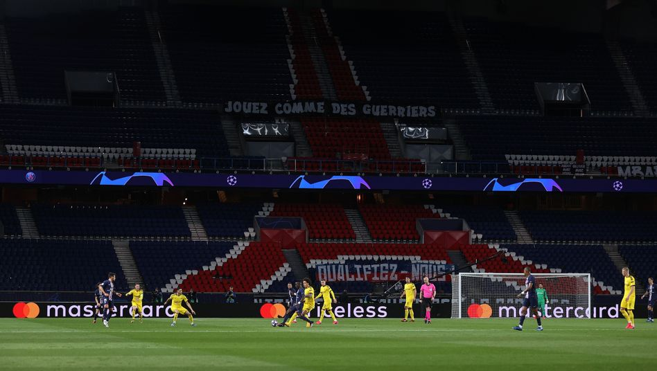 Der Pariser Prinzenpark und 22 Fußballspieler