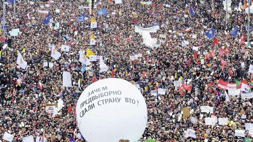 Demonstrierende Kreml-Gegner in Moskau am 24. Dezember: Neuwahlen sind unumgänglich