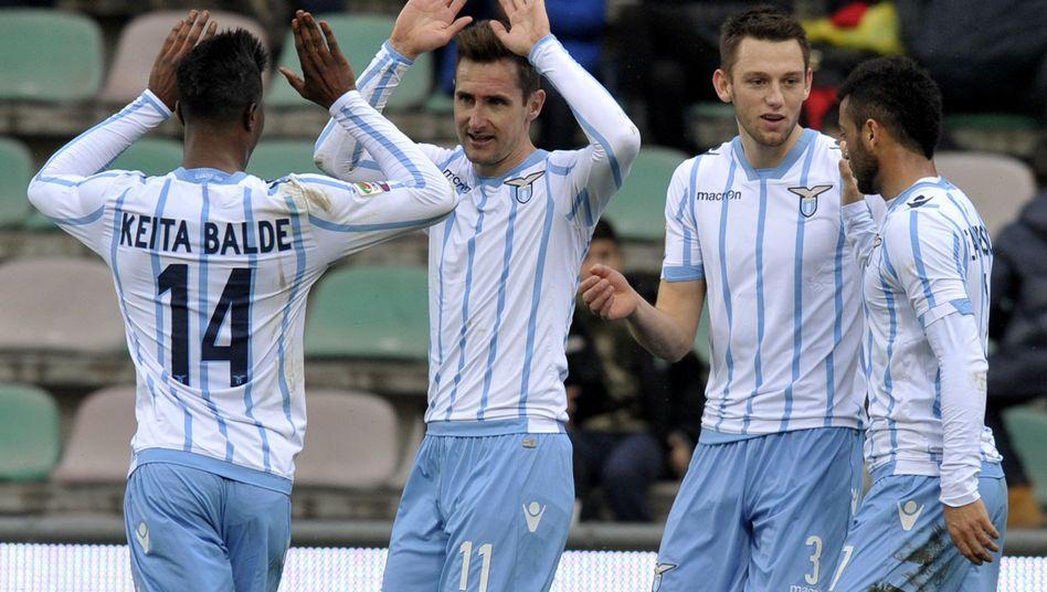 Lazio-Stürmer Klose (2. v. l.): Torschütze bei Sieg über Sassuolo Calcio