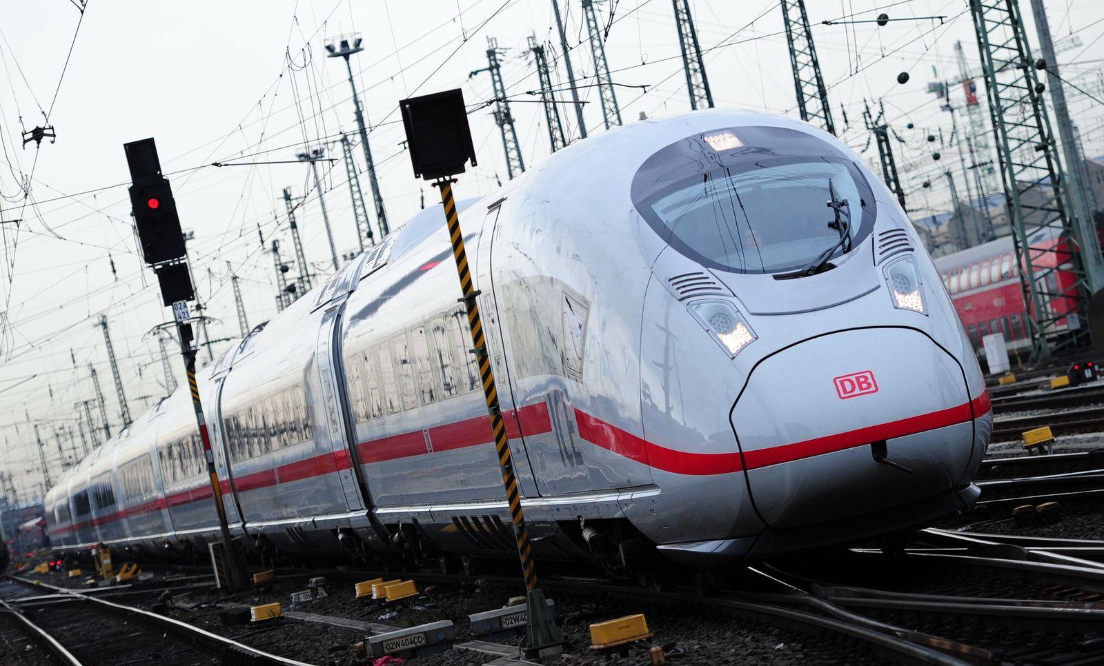 ICE-Zug / Hauptbahnhof Frankfurt a.M.