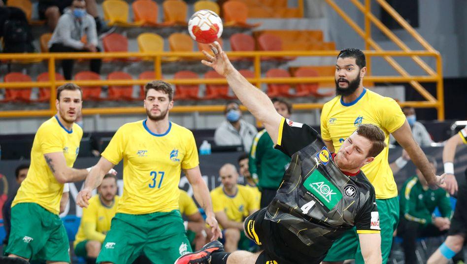 Johannes Golla setzt sich gegen Brasiliens Abwehr durch