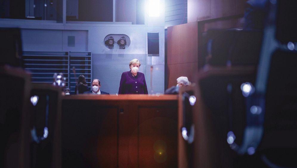 Kanzlerin Merkel im Kabinett: »Sie klingt richtig düster«