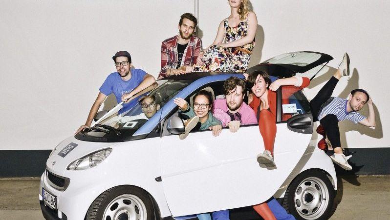 Eine Generation, verspielt und jung, die sich das Auto gern teilt Eine Generation, verspielt und jung, die sich das Auto gern teilt