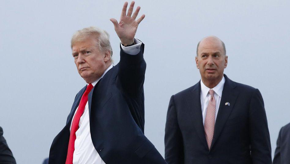 US-Präsident Donald Trump (l), Botschafter Gordon Sondland
