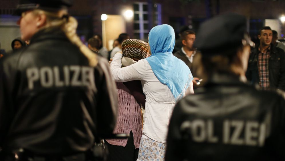 Photo Gallery: Policing with Prejudice in Hamburg