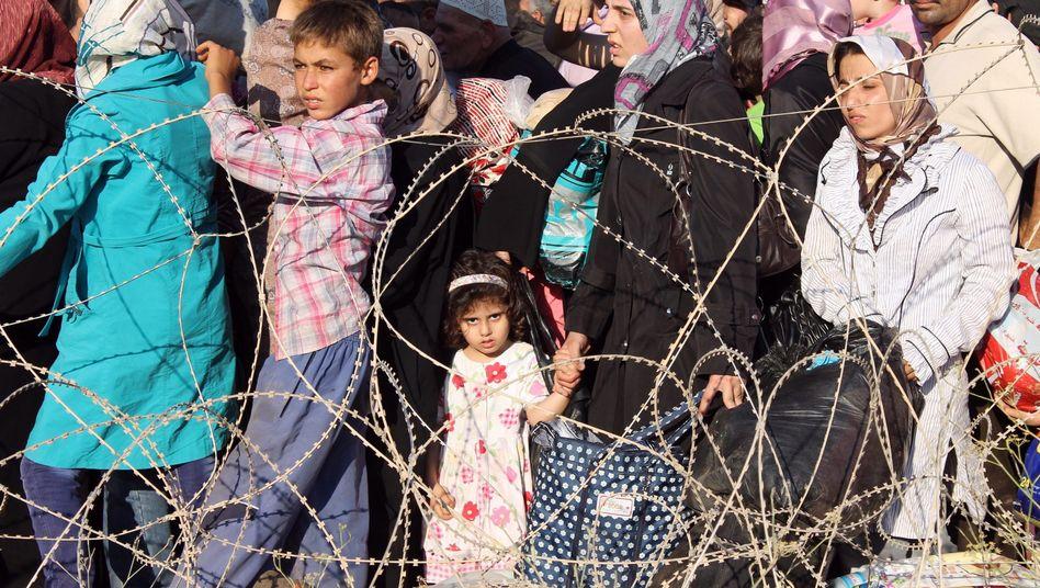 Syrische Flüchtlinge in der Türkei: Tausende Menschen retten sich über die Grenze