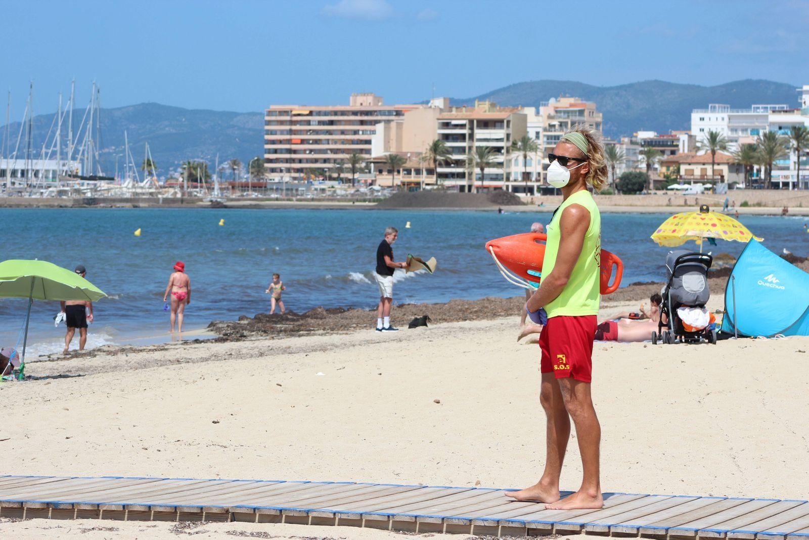 life guard in Palma de Mallorca Cordon Press *** life guard in Palma de Mallorca Cordon Press PUBLICATIONxINxGERxAUTxSUI