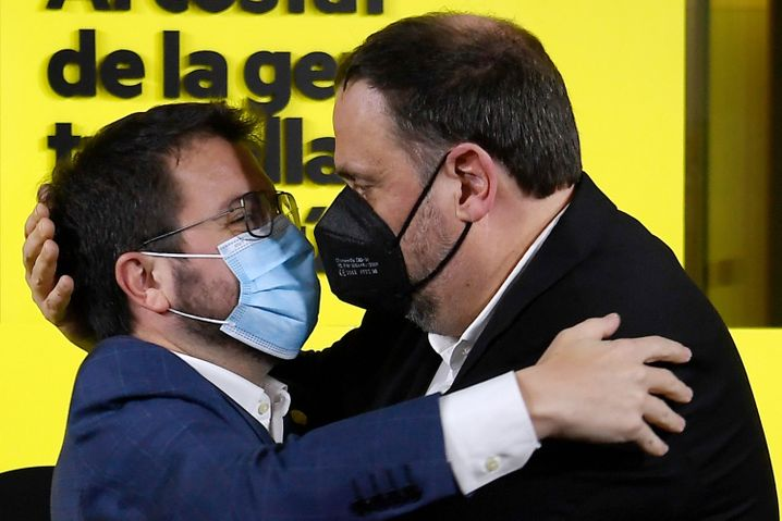 Träumen von einem unabhängigen Katalonien: Pere Aragonès (links) und der inhaftierte Separatistenführer Oriol Junqueras (rechts)