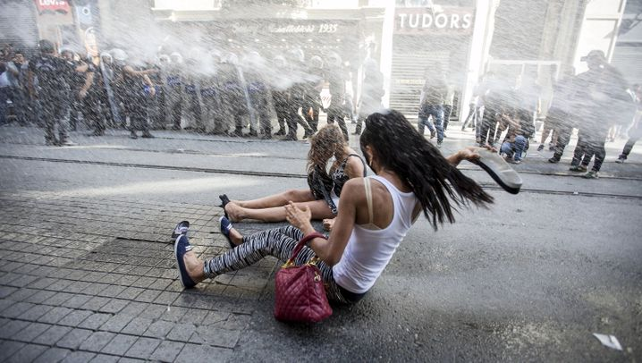 Istanbul: Einsatz gegen Regenbogenfahnen