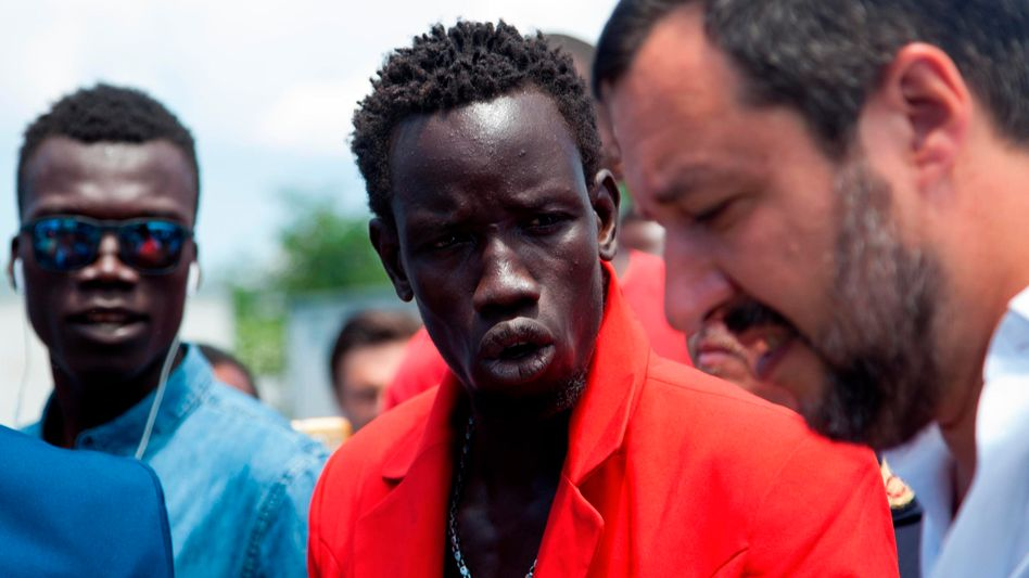 Salvini, Flüchtlinge