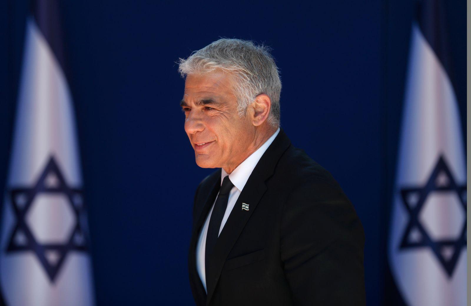 Israeli President receiving the new Israeli Government