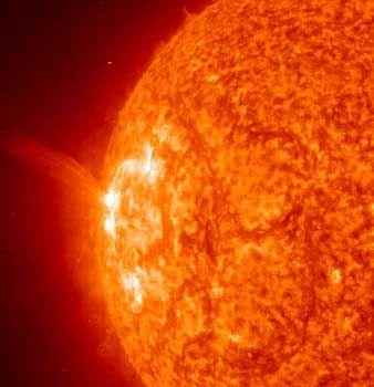 Sonnen-Eruption vom 23. Oktober 2003: Zwei Warnschüsse vom Zentralgestirn