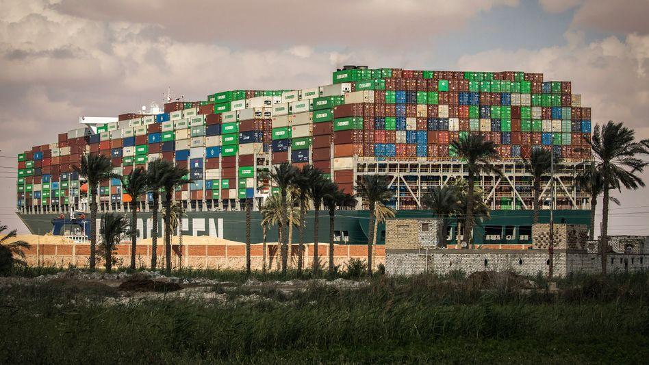 Voll beladen im Suezkanal: Die »Ever Given«
