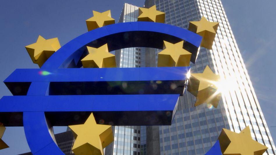 Euro-Skulptur vor der EZB in Frankfurt: FDP-Abgeordneter gründet Widerstandsgruppe