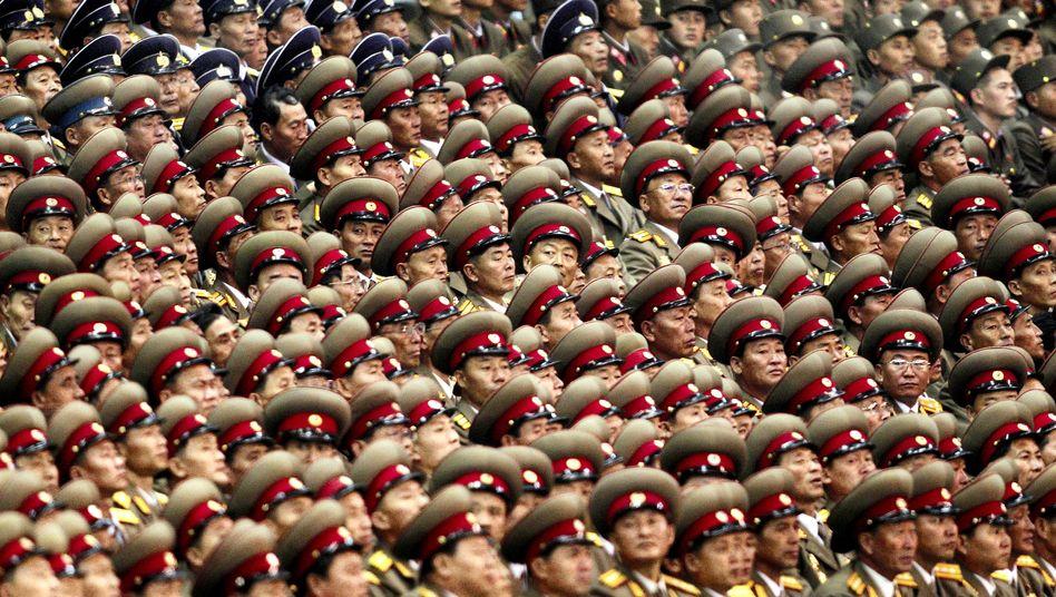 """Nordkoreanische Soldaten bei einer Parade: """"Ultra-moderner Kontrollraum"""""""