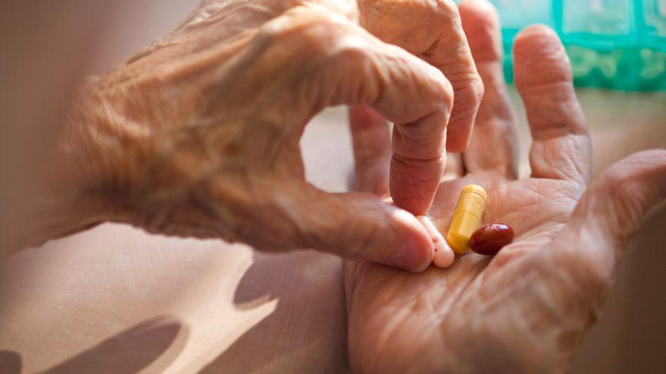 Apotheke: Sieben Pillen pro Tag - bei älteren Menschen keine Seltenheit