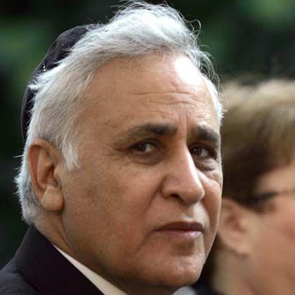 """Moshe Katzav: Der Präsident hat sich """"noch nicht entschieden"""", sagt sein Anwalt"""