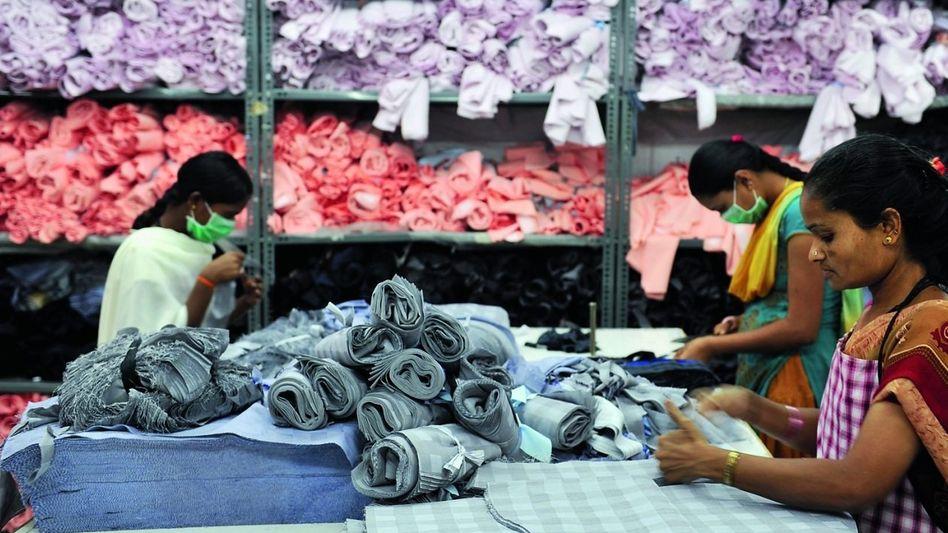 Arbeiterinnen in Bangalore: Überstunden und sexuelle Belästigung inklusive