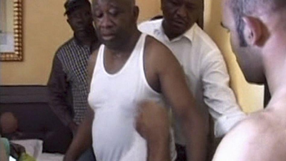 Machtkampf in der Elfenbeinküste: Abgang im Unterhemd
