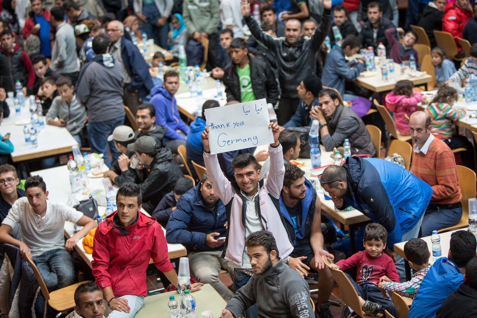NRW nimmt mehr als 1000 Flüchtlinge auf