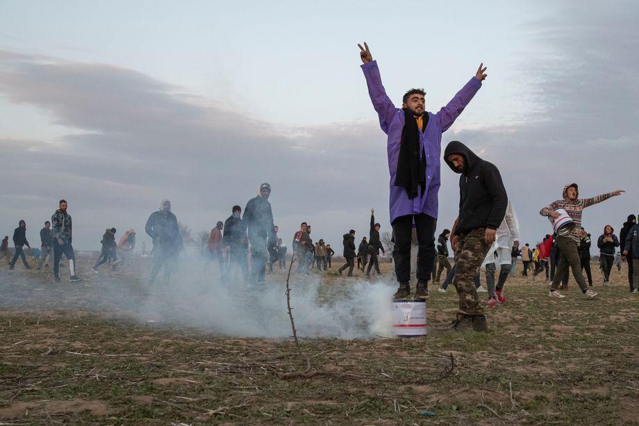 Am Grenzfluss Evros stehen sich griechische und türkische Grenzer gegenüber, Geflüchtete geraten zwischen die Fronten