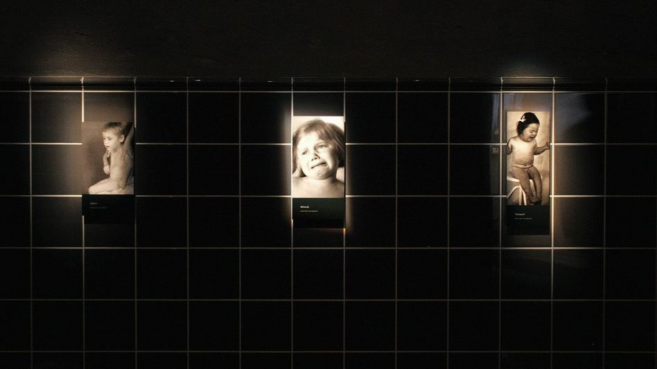 Bilder der Ausstellung »Tödliche Medizin. Rassenwahn im Nationalsozialismus« im Deutschen Hygiene-Museum Dresden 2006