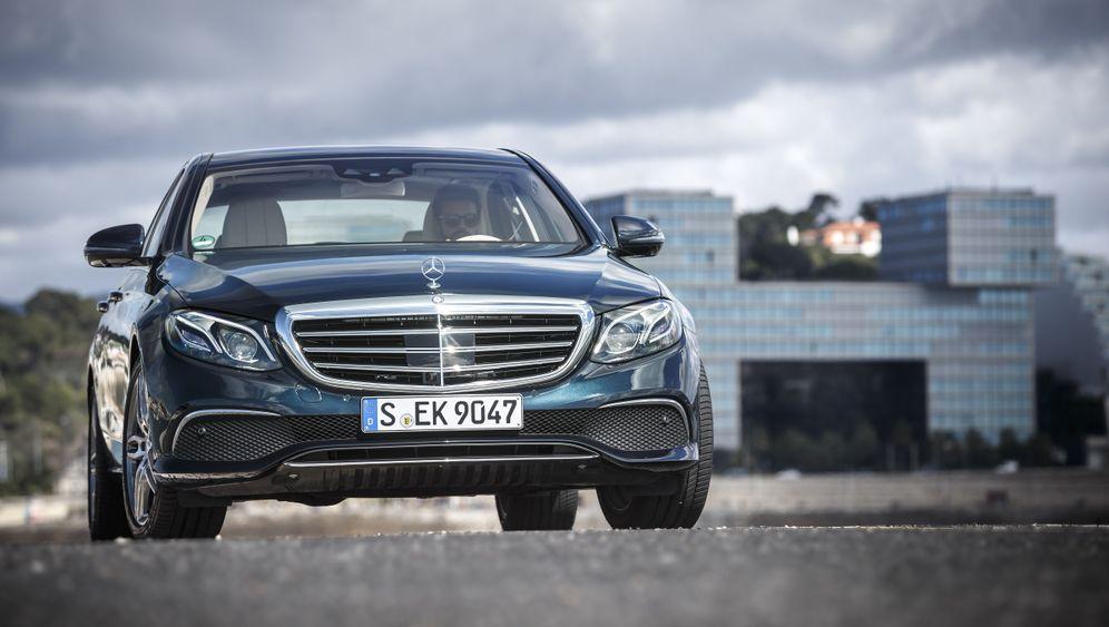 Autogramm Mercedes E-Klasse: Mehr Radstand, weniger Kofferraum