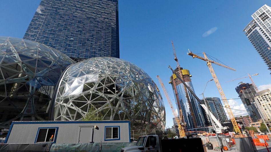 Amazon-Gebäude und Baustelle in Seattle
