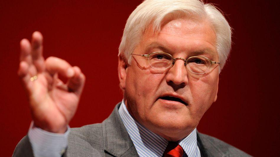 Kanzlerkandidat Steinmeier: Der SPD-Mann bedauere Merkels Absage, heißt es
