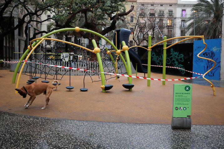 Kinder dürfen in Spanien nicht mehr auf den Spielplatz, Hunde aber schon