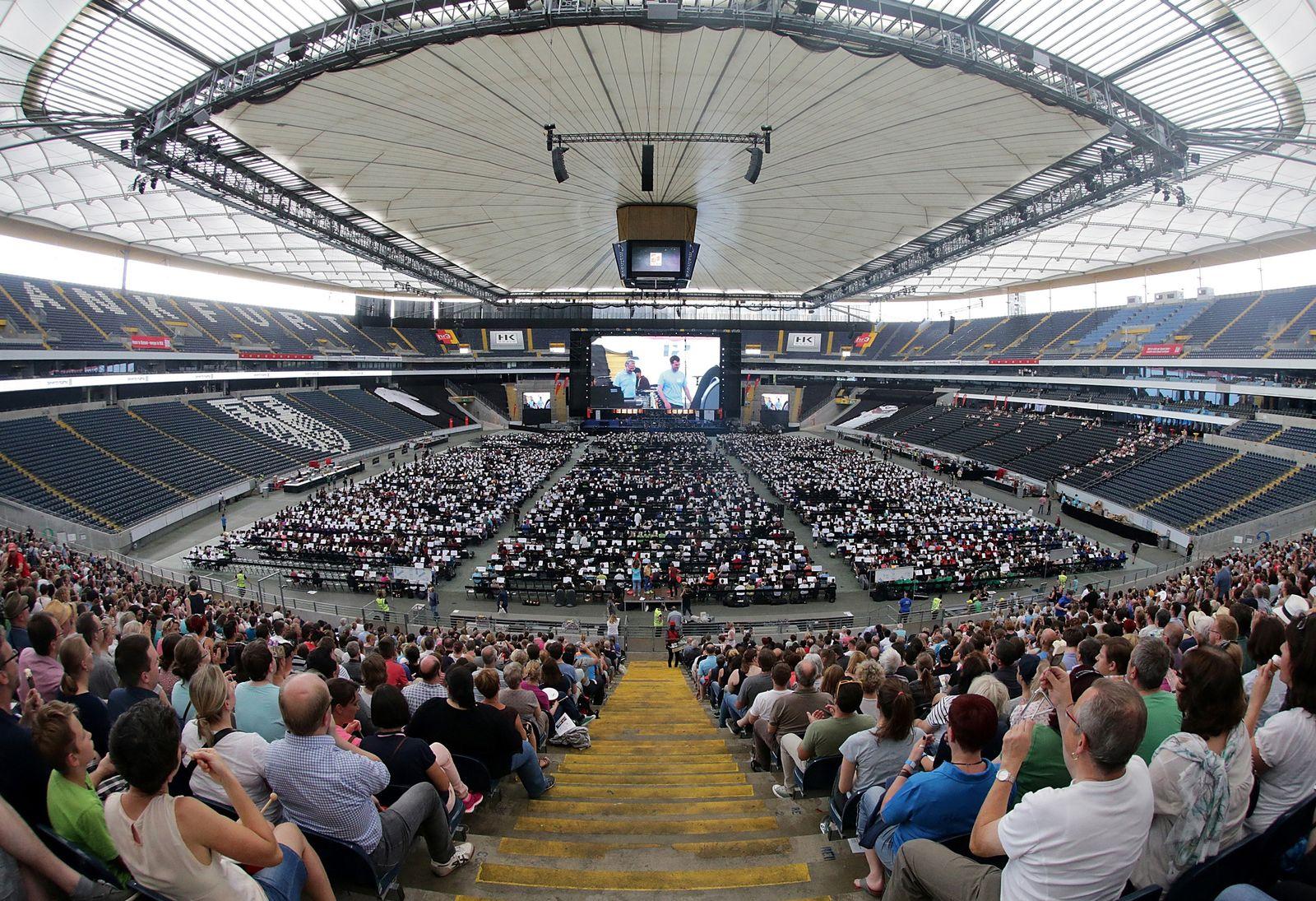 Riesen-Orchester in Frankfurt