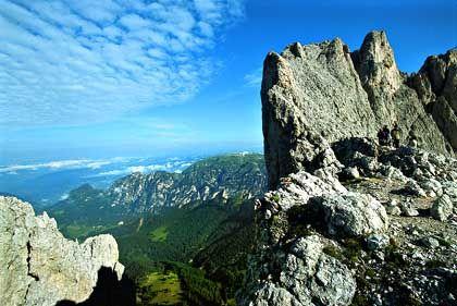Unweit der Laurinswand über der Santnerpass-Höhe, Blick ins Tierser Tal: Kurz vor dem Einstieg in die Rosengartenspitze