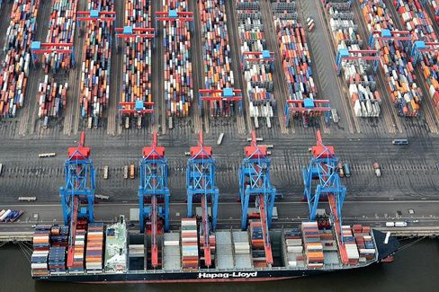 Containerhafen in Hamburg: Geringe Nachfrage drückt die Frachtpreise