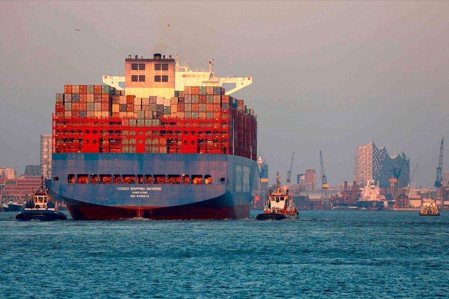 Ein Containerschiff erreicht am 26. März den Hamburger Hafen