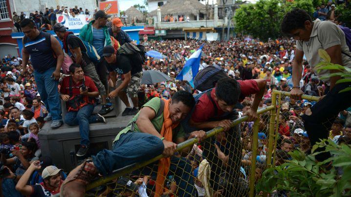 """Ansturm an Mexikos Grenze: """"Wir werden reinkommen"""""""