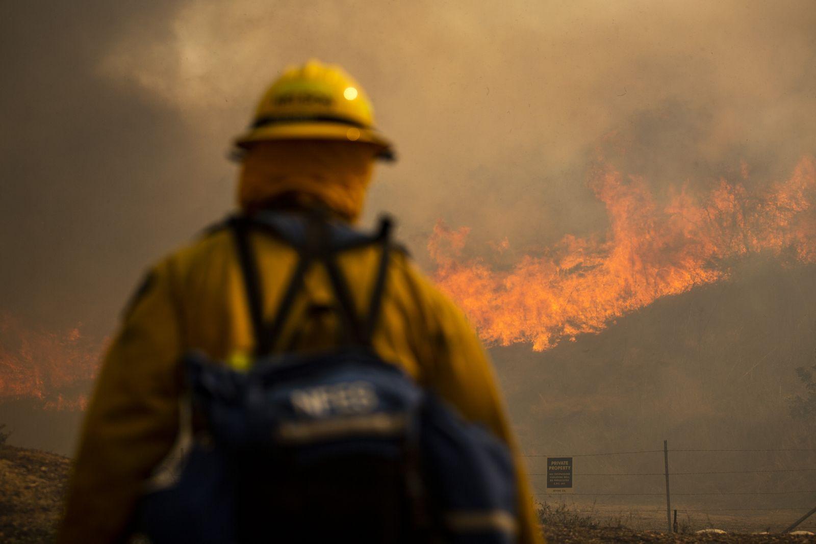 Silverado Fire burns near Irvine, USA - 26 Oct 2020